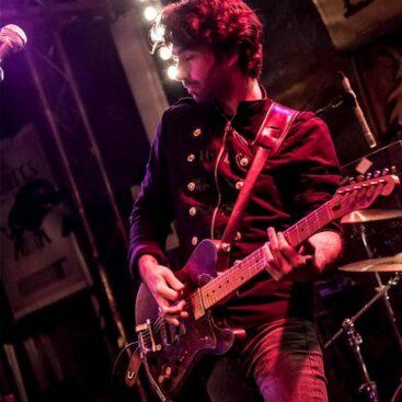 Olivier guitariste du groupe Ann'so M